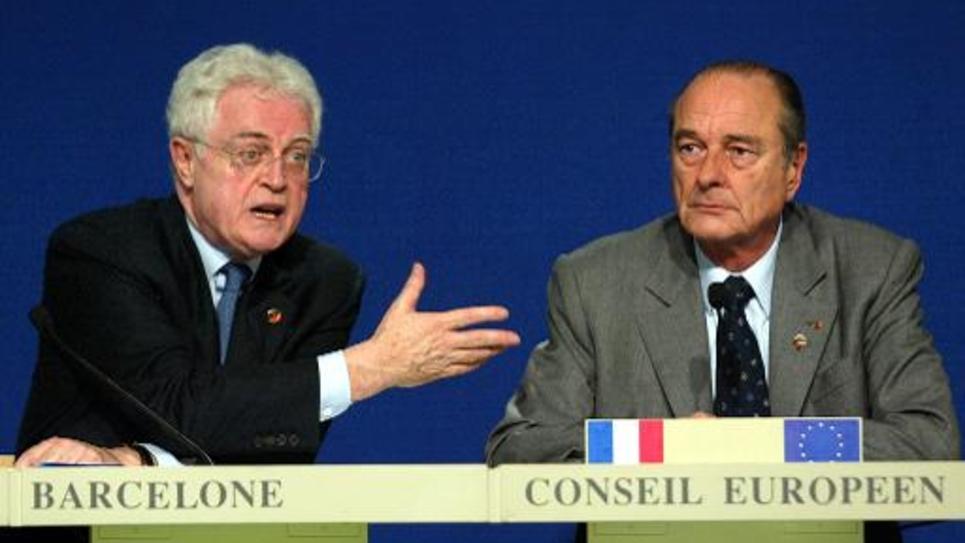 Le président Jacques Chirac et son Premier ministre Lionel Jospin tiennent une conférence de presse à Barcelone, le 16 mars 2002 à l'issue d'un conseil européen