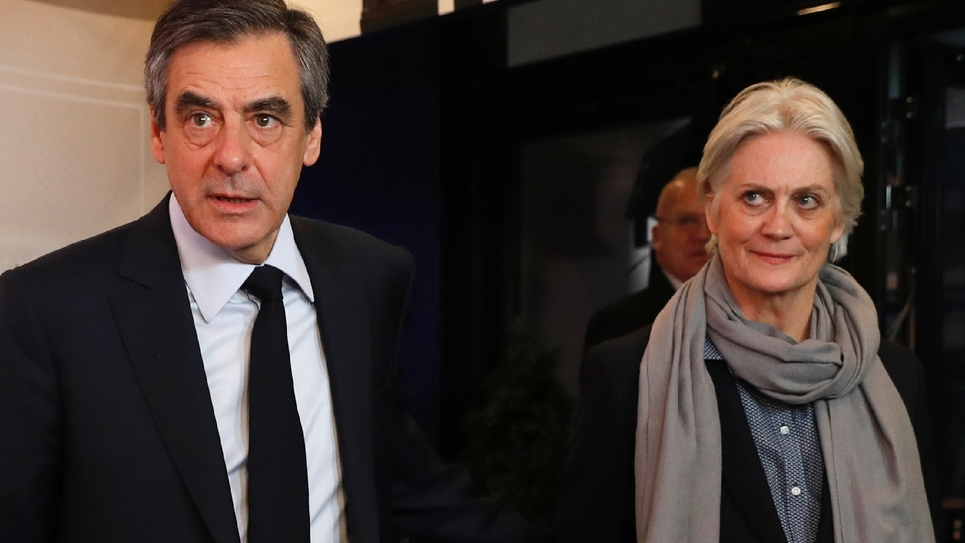 François et Penelope Fillon lors d'un débat de candidats à la présidentielle à Aubervilliers, près de Paris, le 20 mars 2017