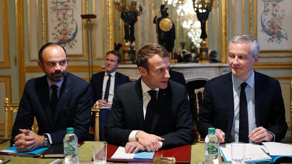 Emmanuel Macron, Edouard Philippe (g) et Bruno Le Maire (d), reçoivent les dirigeants des grandes banques à l'Elysée, le 11 décembre 2018