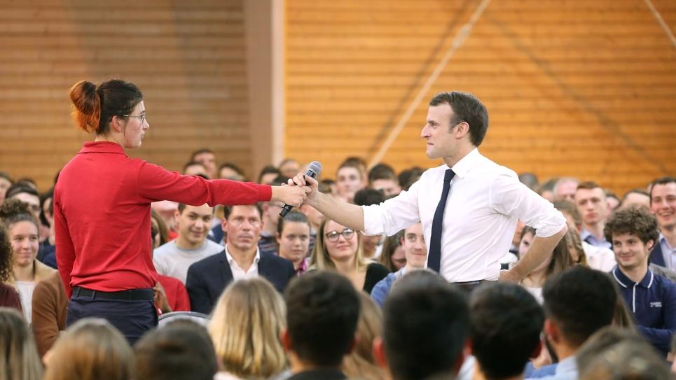 Emmanuel Macron lors d'un débat avec des jeunes à Etang-sur-Arroux, le 7 février 2019
