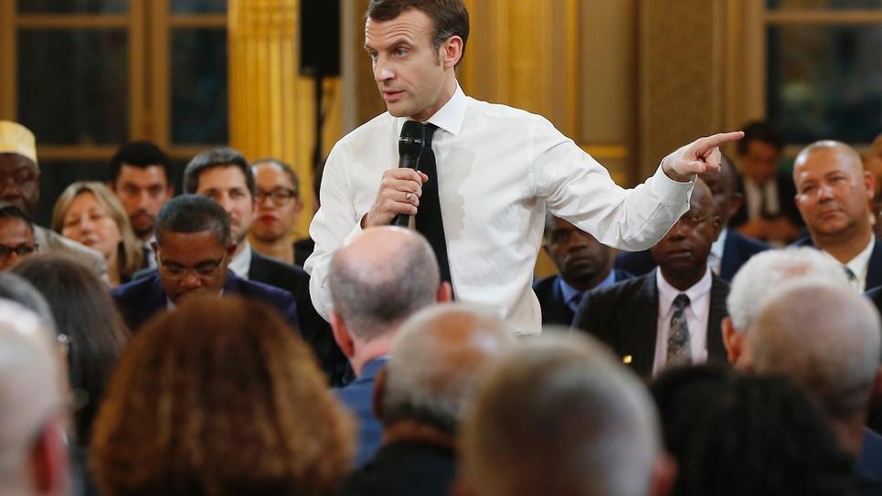 """Le président français Emmanuel Macron lors d'une rencontre avec des élus d'Outre-mer dans le cadre du """"Grand débat national"""", le 1er février à Paris"""