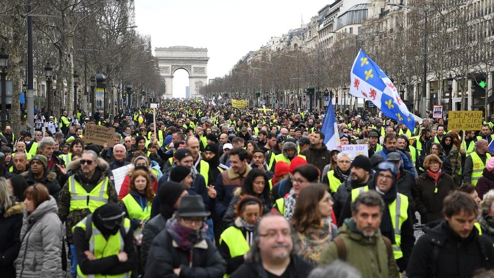 """Des """"gilets jaunes"""" manifestent à Paris, le 9 mars 2019"""