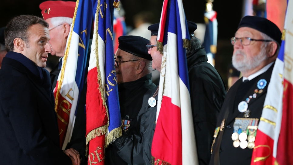 Emmanuel Macron avec des vétérans, le 7 novembre 2018 à La Flamengrie