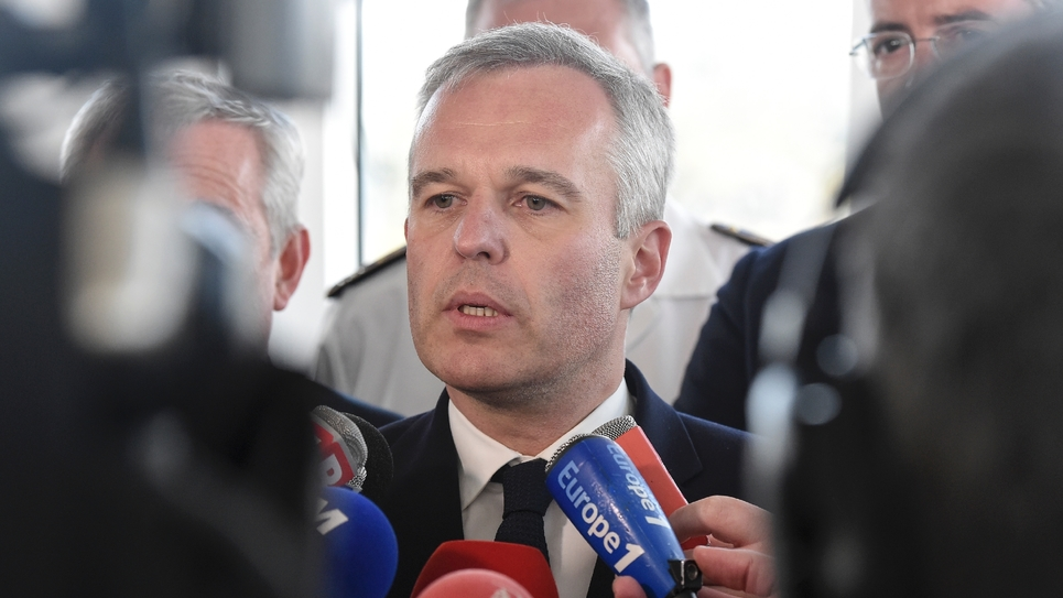 Le ministre de la Transition écologique François de Rugy s'exprime devant la presse le 7 juin 2019 aux Sables d'Olonne