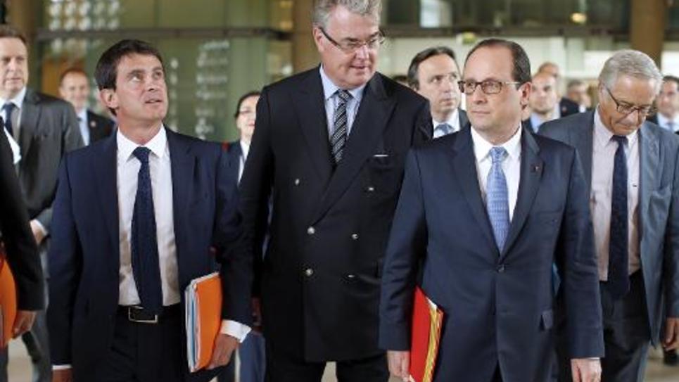 Manuel Valls, Jean-Paul Delevoye, et Francois Hollande à leur arrivée à la conférence sociale le 7 juillet 2014 à Paris