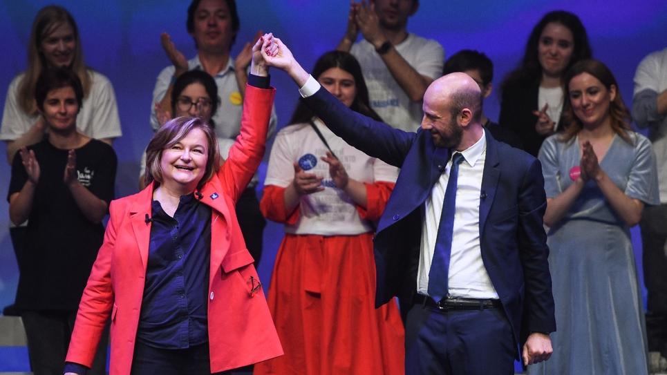Nathalie Loiseau, tête de liste LREM aux européennes, et Stanislas Guerini lors d'un meeting de fin de campagne à La Mutualité, le 24 mai 2019 à Paris