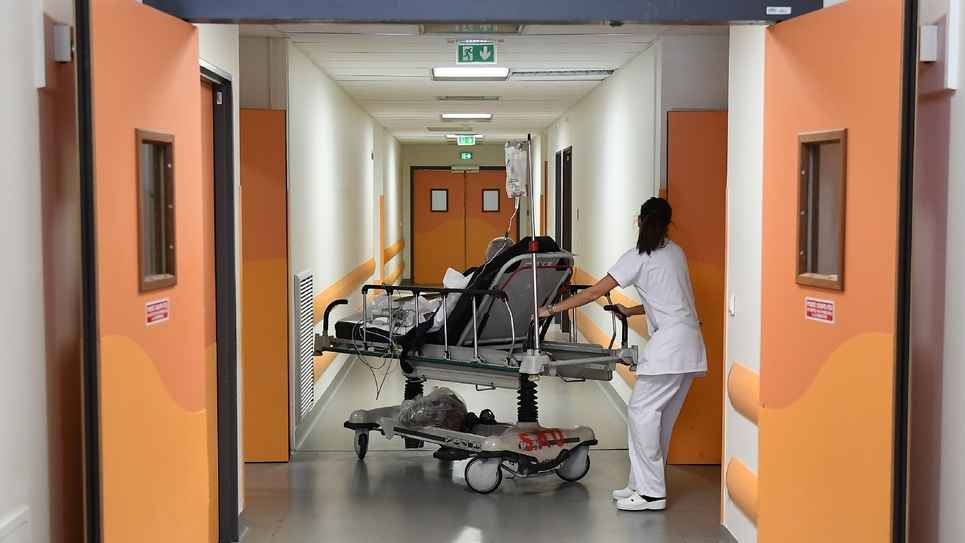 """""""L'hôpital souffre d'une crise de sens, il a subi beaucoup de réformes depuis 15 ans, dont une réforme de la tarification qui a poussé à faire de plus en plus d'activité"""" juge Agnès Buzyn"""