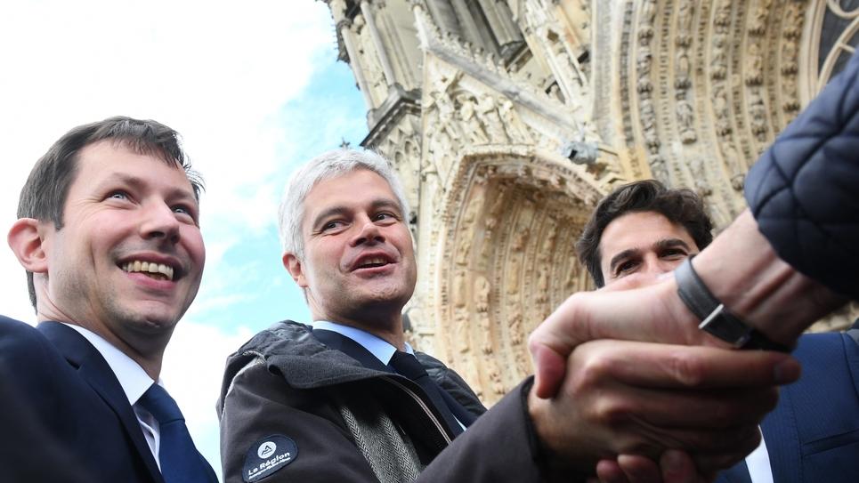 François-Xavier Bellamy (g) et Laurent Wauquiez en campagne pour les élections européennes à Reims, le 9 mai 2019