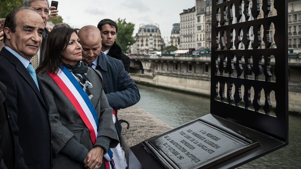 La maire de Paris Anne Hidalgo inaugure une stèle commémorative aux victimes algériennes du 17 octobre 1961