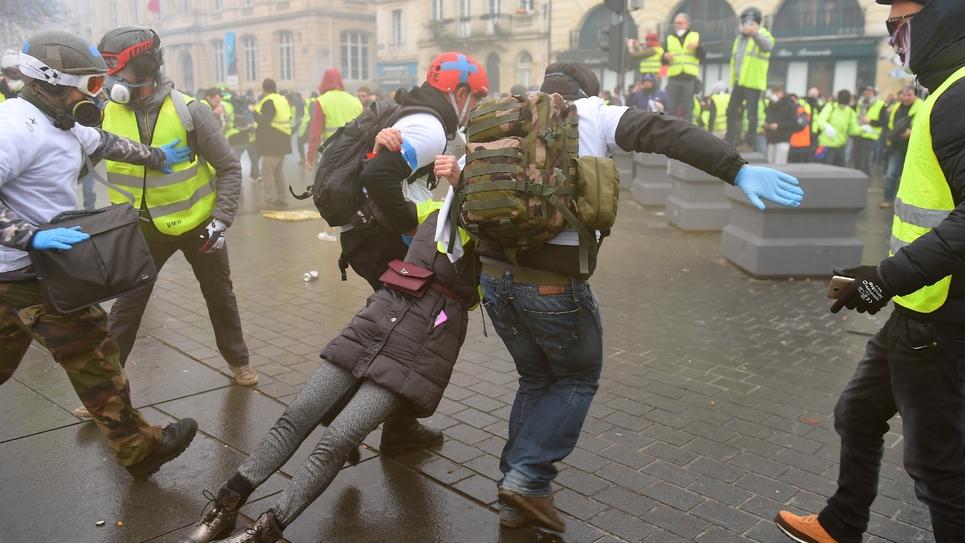 """Affrontements entre forces de l'ordre et """"gilets jaunes"""" à Bordeaux, le 8 décembre 2018"""