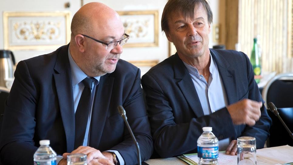 Le ministre de l'Ecologie Nicolas Hulot et le ministre de l'Agriculture Stéphane Travert, le 22 juin 2018 à l'hôtel Cassini à Paris