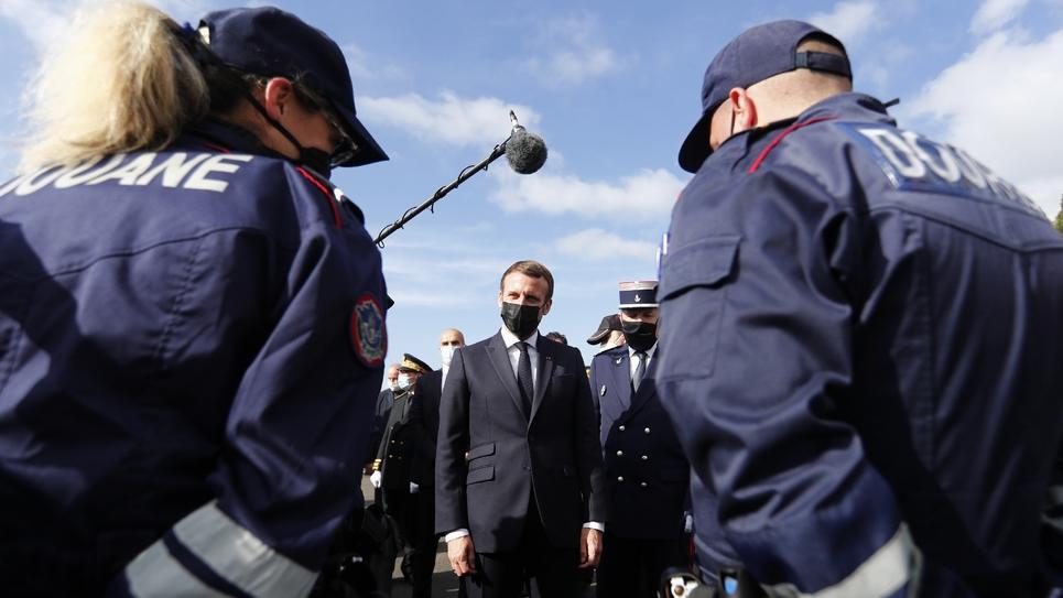 Le président Emmanuel Macron en visite au col du Perthus à la frontière franco-espagnole le 5 novembre 2020