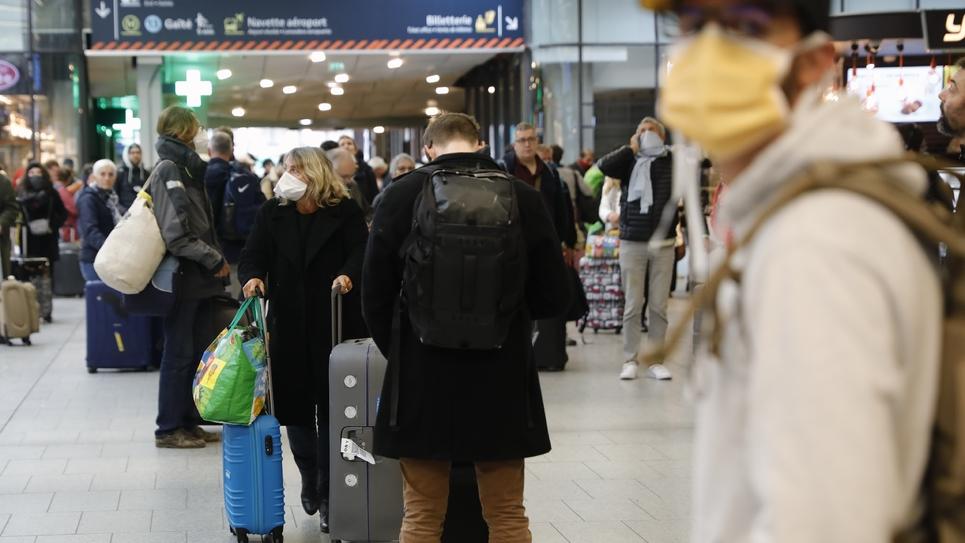 A la gare Montparnasse le 17 mars 2020, exode de Parisiens