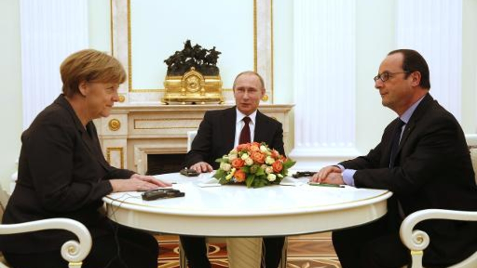 La chancelière allemand Angela Merkel, les présidents russe Vladimir Poutine et français François Hollande lors d'une réunion sur l'Ukraine le 6 février 2015 au Kremlin à Moscou