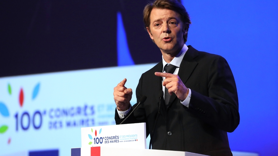 François Baroin, président de l'Association des maires de France (AMF), prononce un discours lors du 100e congrès des maires de France à Paris, le 23 novembre 2017