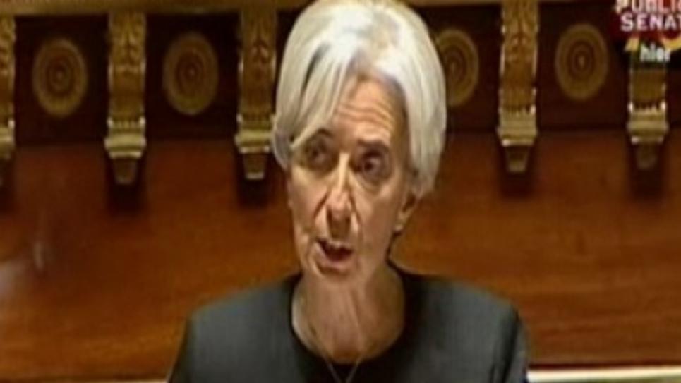 La ministre de l'économie, Christine Lagarde, estime le coût des grèves entre 200 et 400 millions d'euros par jour