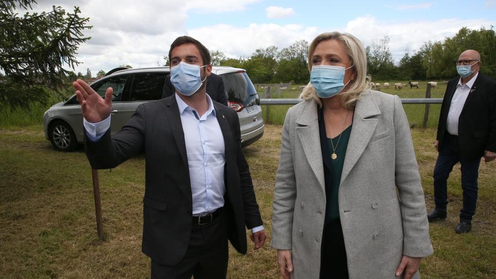 Marine le Pen visits a sheep farm in La Genete