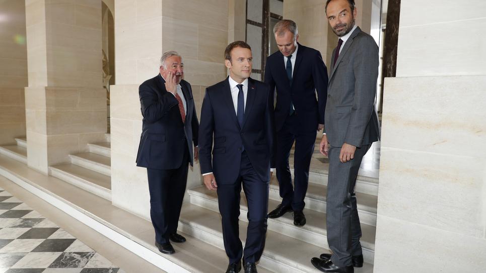 Macron Larcher