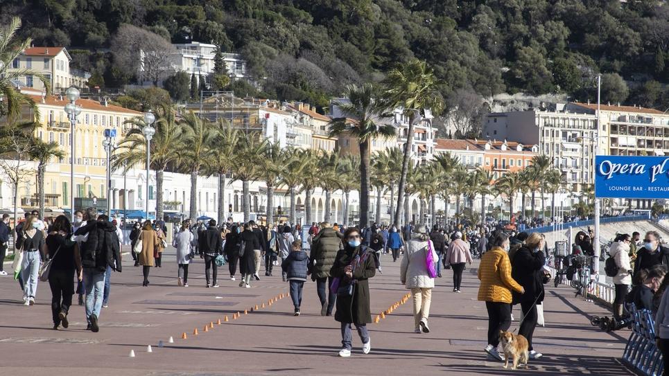 FRA: Monde sur Nice