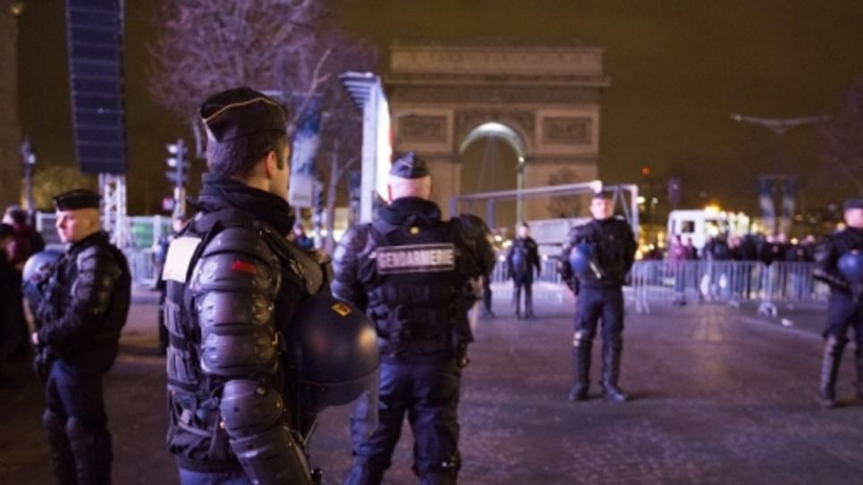 Policiers de l'Arc de Triomphe à Paris