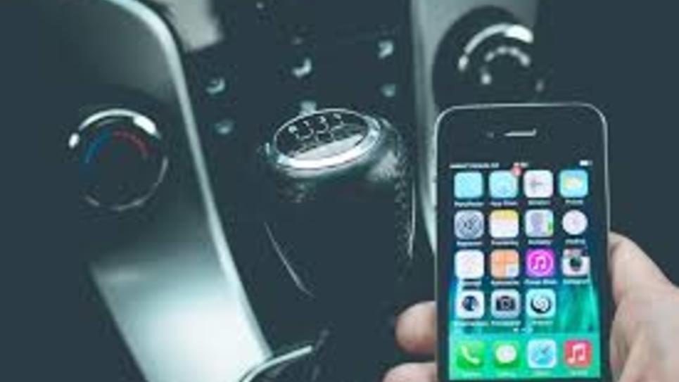 Téléphone en voiture : le sénateur Vincent Delahaye propose d'installer des brouilleurs d'ondes