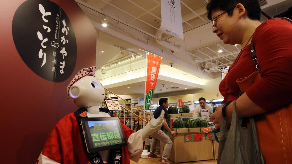 Au Japon, les robots conseillent les clients de magasins