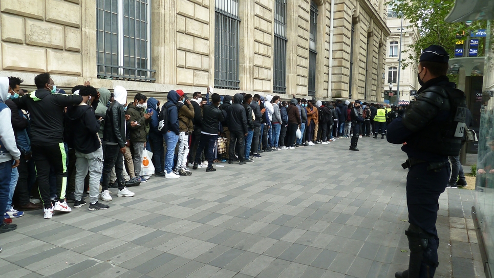 Paris Homeless Migrants