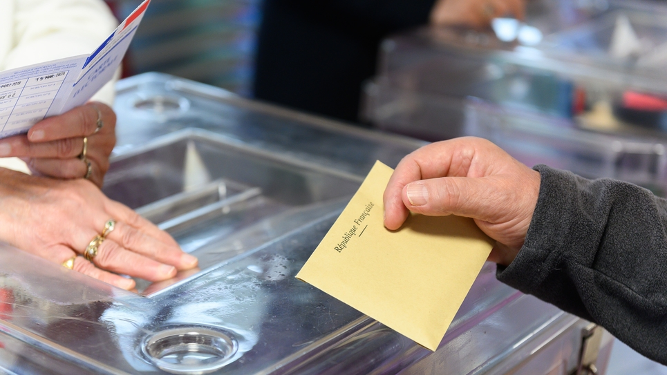 Velizy-Villacoublay: Polling station for the second round of the French regional elections