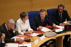 Le président de la commission des Lois sénatoriale, Philippe Bas (2ème en partant de la droite) lors des premières auditions, le 31 juillet 2018