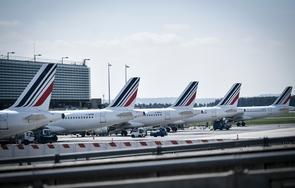Des avions de la compagnie Air France sur le tarmac de l'aéroport de Roissy-Charles-de-Gaulle, au nord de Paris, le 24 avril 2018
