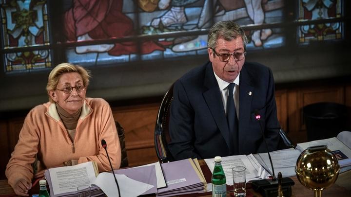 Les époux Balkany alors d'un conseil municipal à Levallois-Perret le 15 avril 2019