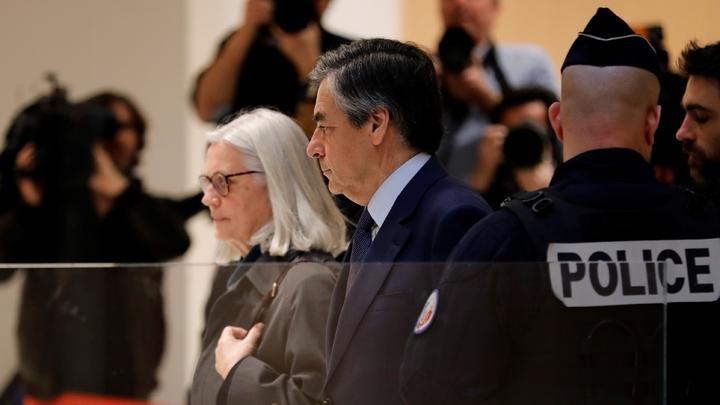 François Fillon et sa femme Penelope arrivent au tribunal, le 10 mars 2020 à Paris