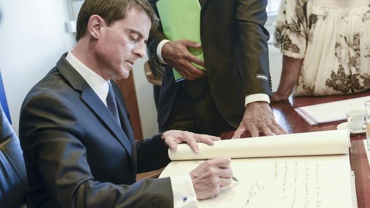 L'ex Premier ministre Manuel Valls lors d'une visite à Nouméa, en Nouvelle-Calédonie, le 29 avril 2016