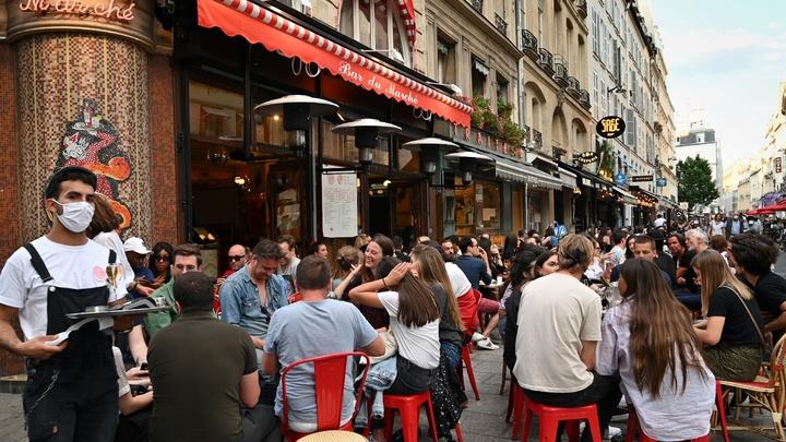 Réouverture des terrasses des cafés et restaurants, le 2 juin 2020 à Paris
