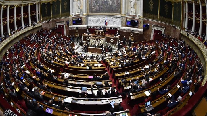Le bureau de l'Assemblée a décidé de réduire fortement le montant de l'allocation pour frais d'obsèques des députés ou ex-députés, dans le cadre de ses réformes de l'institution, a-t-on appris vendredi de source parlementaire.