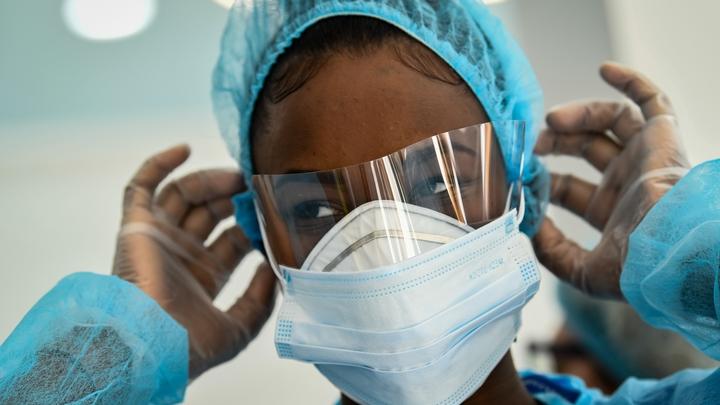 Personnel soignant avec un masque