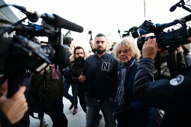 Eric Drouet (C), à son arrivée au tribunal correctionnel de Paris le 15 février 2019