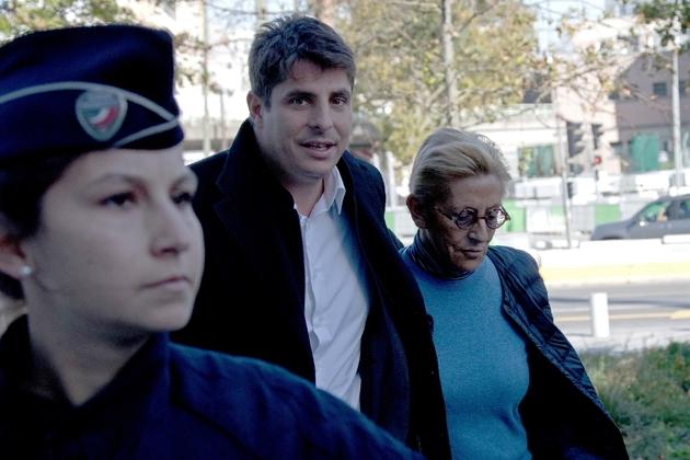 Isabelle Balkany à son arrivée au tribunal à Paris le 18 octobre 2019 avec son fils Alexandre Balkany