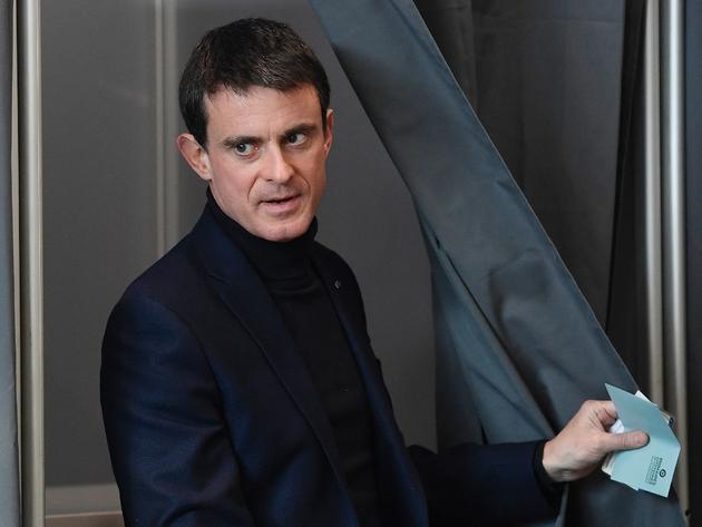 L'ex-Premier ministre et candidat à la primaire du PS Manuel Valls vote à Evry, près de Paris, le 22 janvier 2017