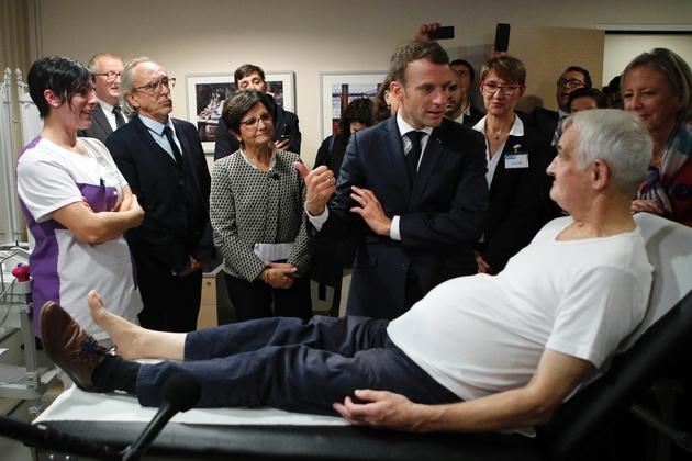 Le président français Emmanuel Macron pendant une visite d'un EHPAD à Rozoy-sur-Serre dans l'Aisne, le 7 novembre 2018