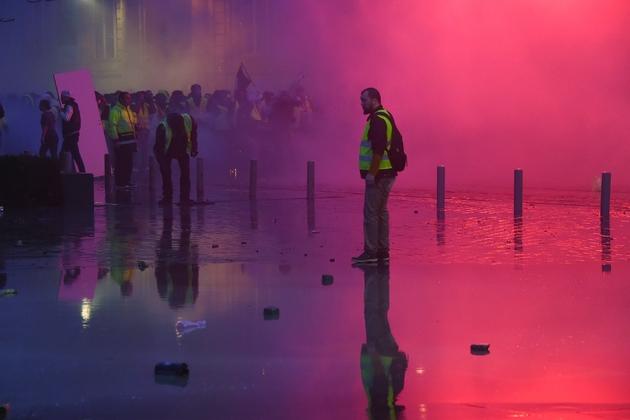 """Des manifestants du mouvement des """"gilets jaunes"""", le 22 décembre 2018 à Bordeaux"""