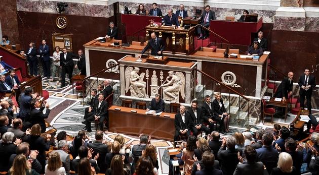 Le Premier ministre Edouard Philippe (C) prononce un discours de politique générale devant l'Assemblée nationale le 12 juin 2019 à Paris