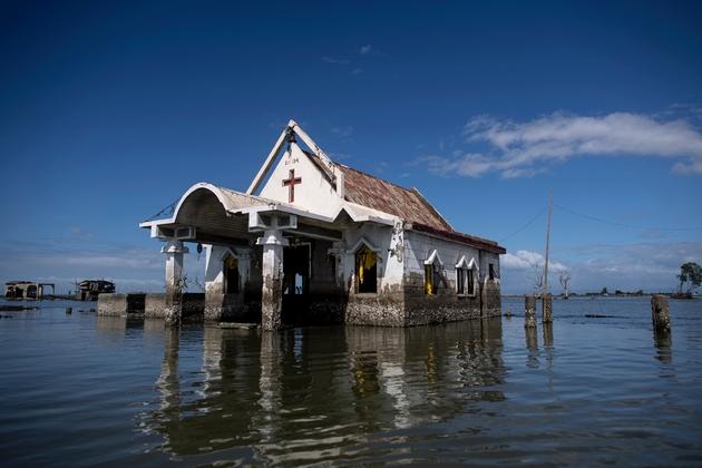 Une chapelle située dans une baie à Sitio Pariahan, aux Philippines, le 11 janvier 2019