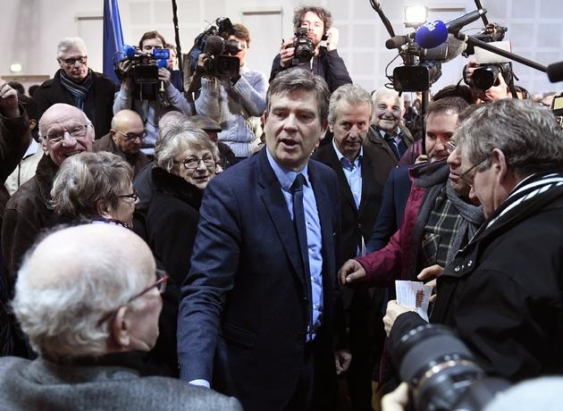 Arnaud Montebourg (c), candidat à la primaire organisée par le PS, le 7 janvier 2017 à Blanzy, en Saône-et-Loire