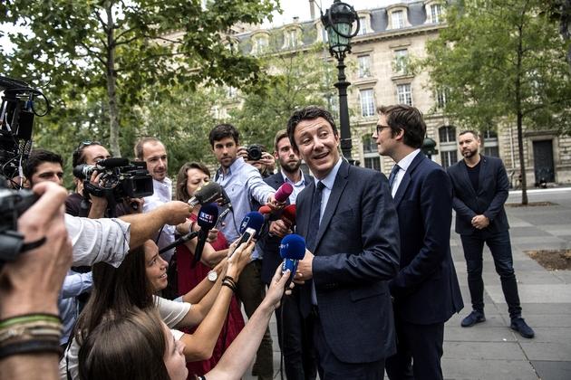 """re que le processus est """"vicié"""" et que les jeux sont faits en faveur de Benjamin Griveaux (c), ancien porte-parole du gouvernement et candidat LREM à la mairie de Paris, le 28 août 2019 à Paris"""
