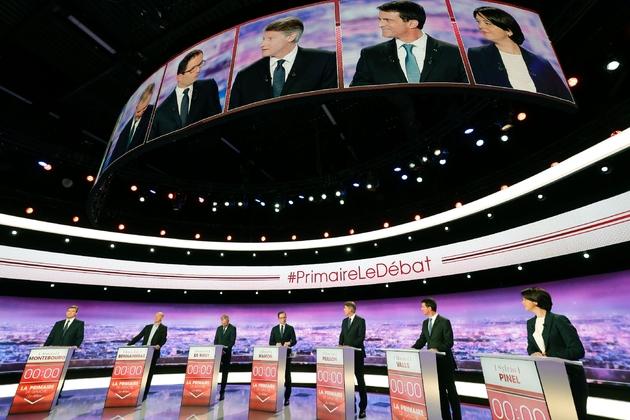 Vue générale du plateau de TF1 lors du débat télévisé entre les candidats à la primaire du PS, le 12 janvier 2017 à la Plaine-Saint-Denis