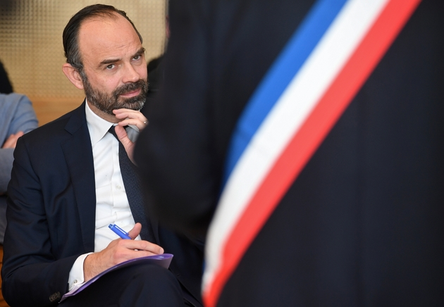 Le Premier ministre Edouard Philippe, en déplacement à Plomodiern (Finistère), participe à un débat avec des élus et dirigeants de PME, le 15 février 2019