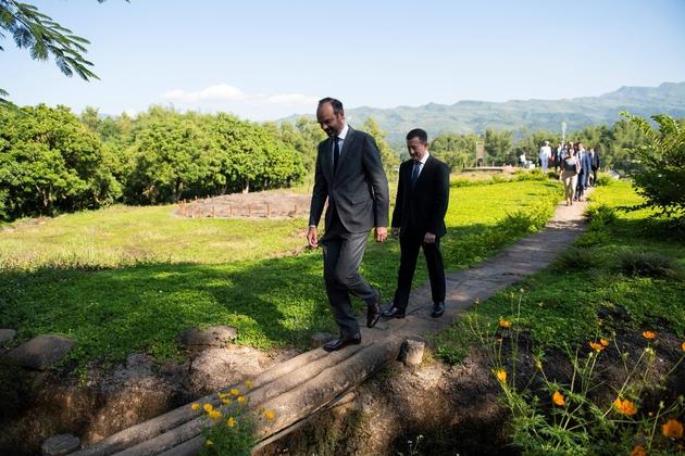 Le Premier ministre français Edouard Philippe visite la Colline A1 de Dien Bien Phy, le 3 novembre 2018 lors de sa visite au Vietnam