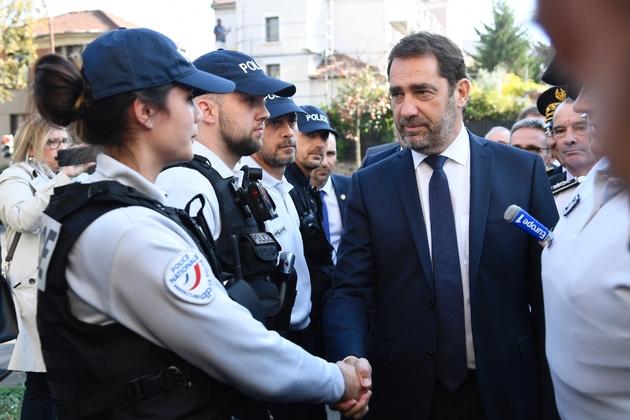 Le nouveau ministre de l'Intérieur Christophe Castaner rencontre des policiers aux Lilas, en Seine-Saint-Denis, le 16 octobre 2018