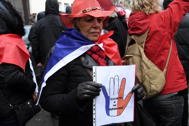 """Début de la manifestation des """"foulardss rouges"""" le 27 janvier 2019 à Paris"""